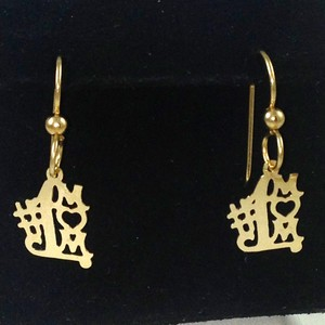 "DE198 - DANGLING ""#1 MOM"" EARRINGS"