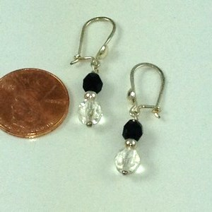 DE052A - STERLING SILVER BLACK & CLEAR AUSTRIAN CRYSTAL DANGLING