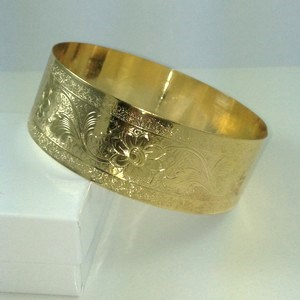 "DB182 - 1"" WIDE FLORAL BANGLE"