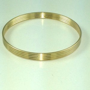 "DB185 - 1/4"" WIDE LINEAR BANGLE (AVALABLE ONLY IN SIZE M)"