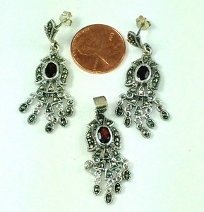 DS008 - GARNET & MARCASITE STERLING SILVER ELEGANT SET OF EARRIN