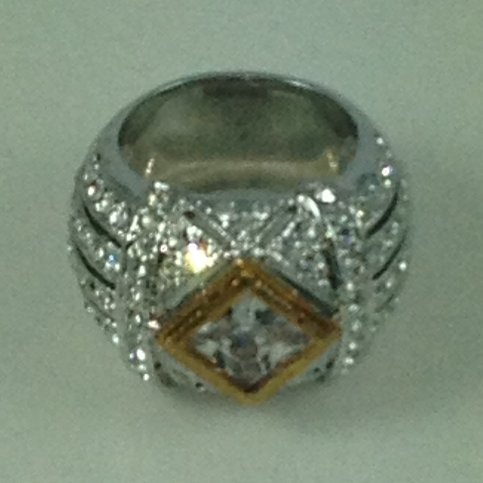 DR015 - CUBIC ZIRCONIA & AUSTRIAN CRYSTAL STUNNING TWO TONE RING