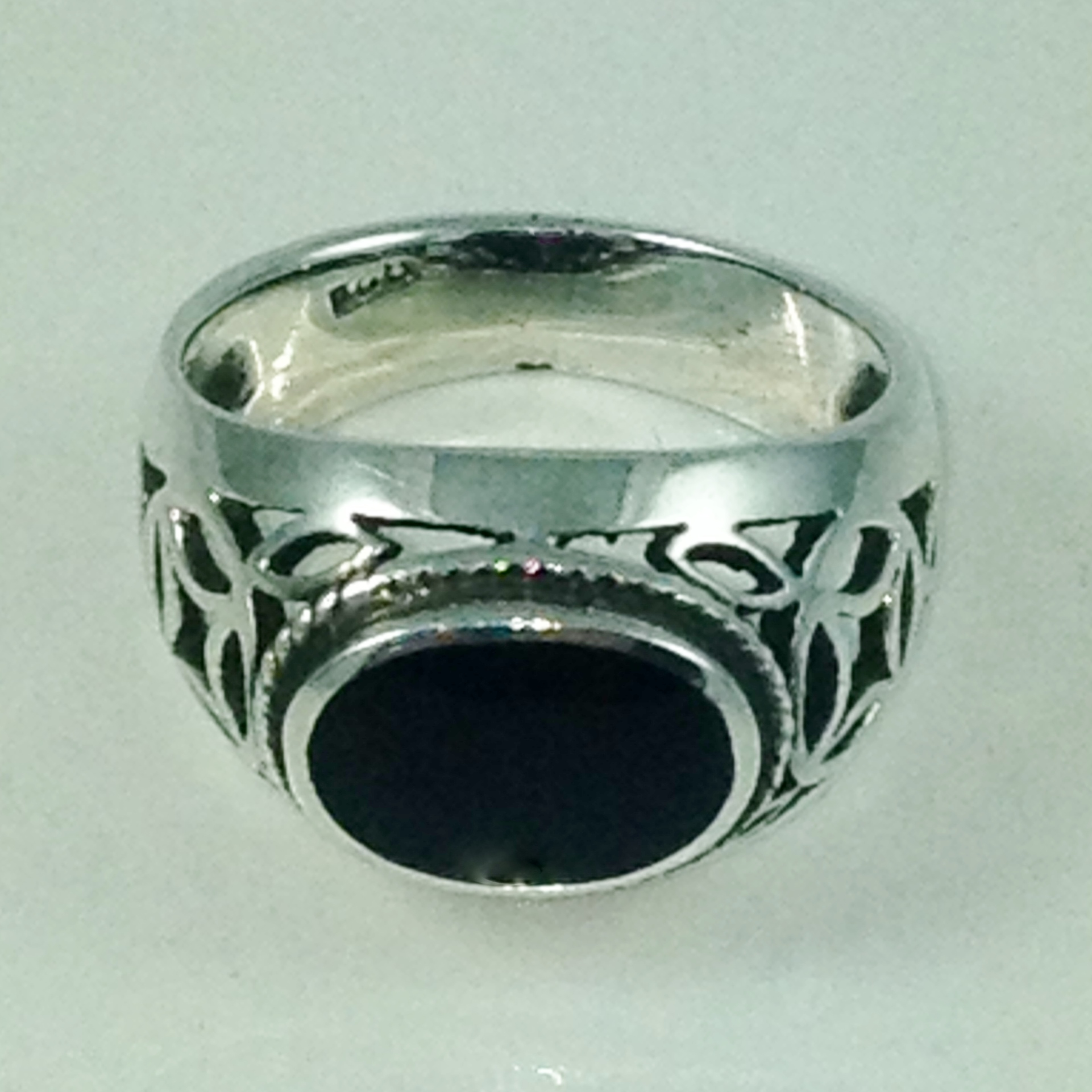 DR136 - STERLING SILVER FILIGREE ONYX CAB RING